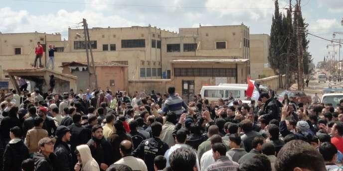 Manifestation à Deraa le vendredi 25 mars 2011, dix jours après le début de la contestation.