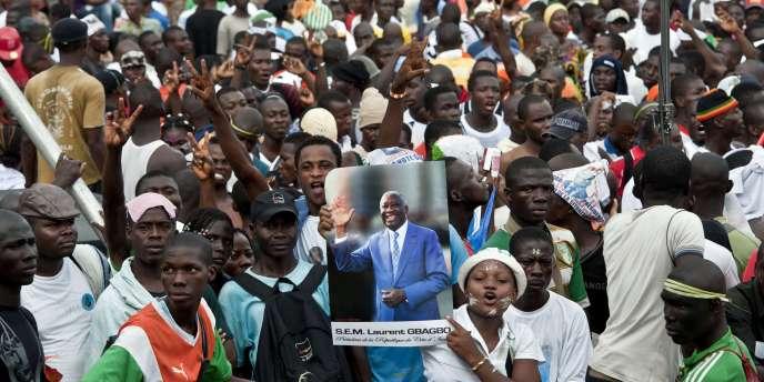 Des partisans de Laurent Gbagbo, samedi 26 mars à Abidjan.
