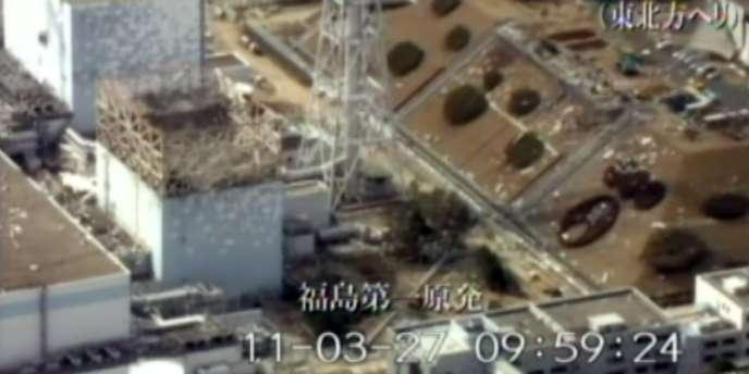 Vue aérienne du réacteur numéro 1 de la centrale de Fukushima, le 27 mars 2011.