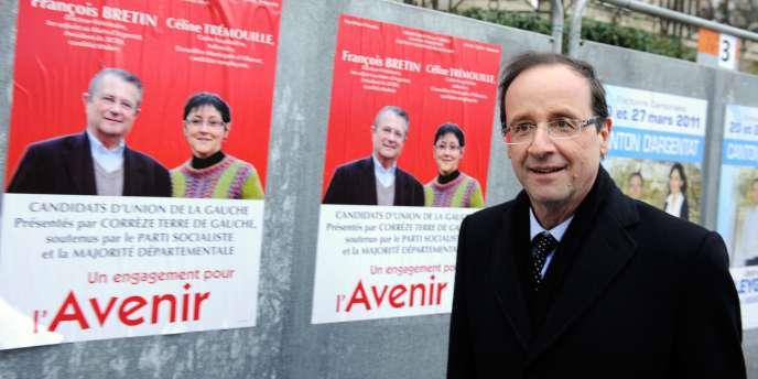 François Hollande devant la mairie d'Argentat, le 17 mars.