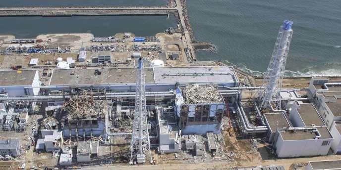 Vue aérienne des réacteurs endommagés de la centrale de Fukushima, le 24 mars.
