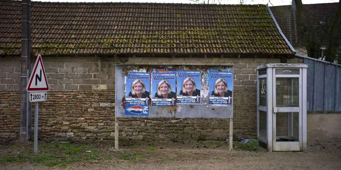 Des affiches de campagne du Front national.