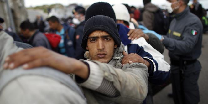 Migrant à Lampedusa, le 30 mars 2011.