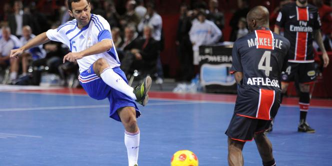 Djorkaeff face à Makelele. Dans quelques années, les grands joueurs français seront passés par le futsal.