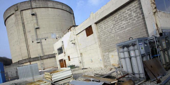 Vue réalisée le 17 mars 2006 de l'enceinte du réacteur de la centrale nucléaire désaffectée de Brennilis, en cours de démantèlement à cette date.
