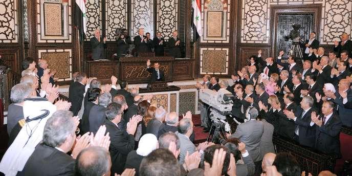Le président syrien a été ovationné mercredi au Parlement.