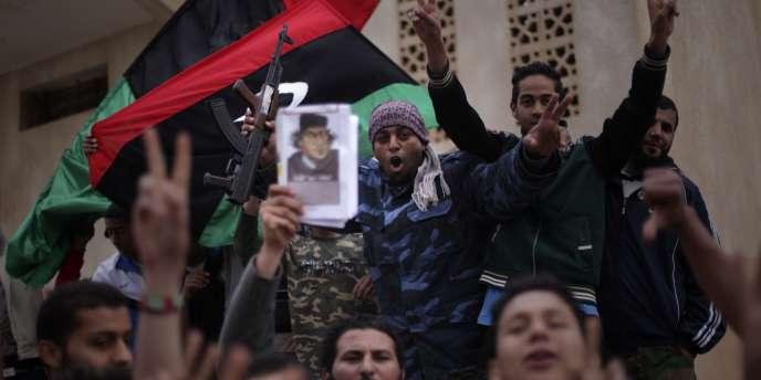 Manifestation contre le gouvernement, à Benghazi, en Libye, le 30 mars 2011.