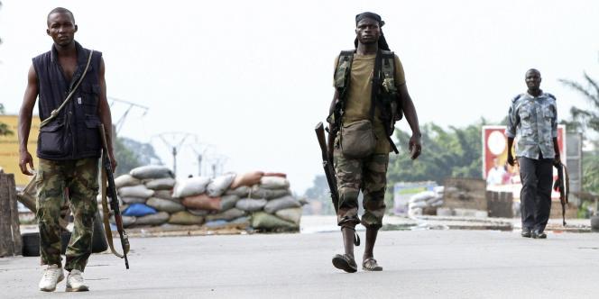Des tireurs pro-Ouattara à Abobo, un quartier du nord d'Abidjan.
