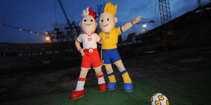Les mascottes de l'Euro 2012 à Lviv le 20 novembre.