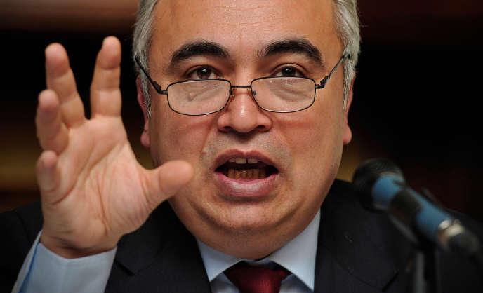 L'économiste de l'AIE, Fatih Birol, présente, mardi 12 novembre, son scénario sur l'évolution de la consommation de pétrole, de gaz et d'électricité.