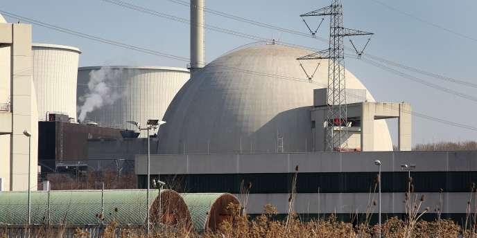 Vue d'un des réacteurs de la centrale de Biblis.