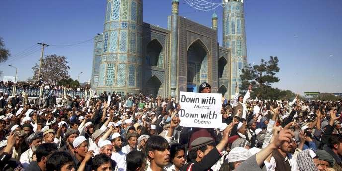La veille, une manifestation similaire avait provoqué la mort de douze personnes dans les bureaux de l'ONU à Mazar-e-Charif.