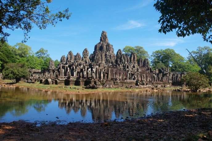 Au nord de la ville de Siem Reap, l'ancien Empire khmer demeure depuis cinq siècles prisonnier de la jungle - ici le temple du Bayon (Angkor).