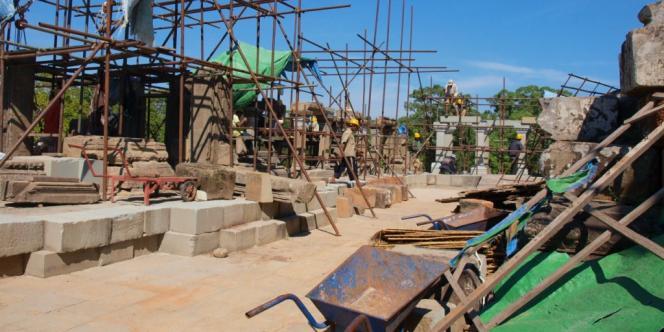Sur le chantier de restauration du Baphuon.