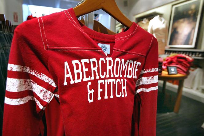 Une boutique de Abercrombie & Fitch, en décembre 2003, à Chicago (Illinois). La marque a créé des espaces dévolus au
