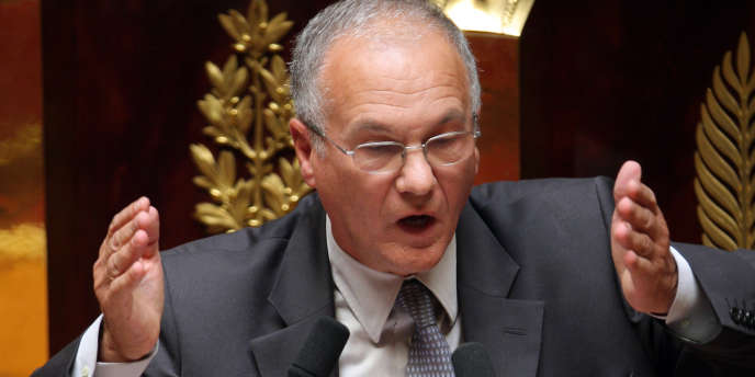 Le rapporteur général de la commission des finances de l'Assemblée nationale, Gilles Carrez (UMP), veut assimiler la fiscalité des dons à celle des niches fiscales.