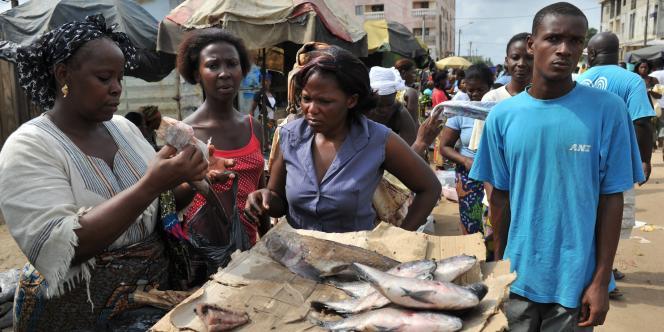 Au marché du quartier d'Abobo, dans le nord d'Abidjan, jeudi 7 avril.