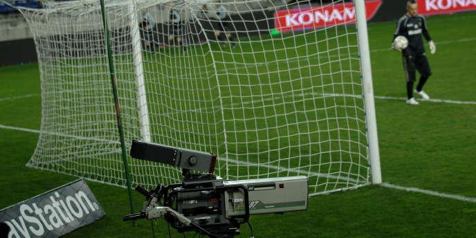 Canal+ reproche à sa rivale, propriété du Qatar, de ne pas être