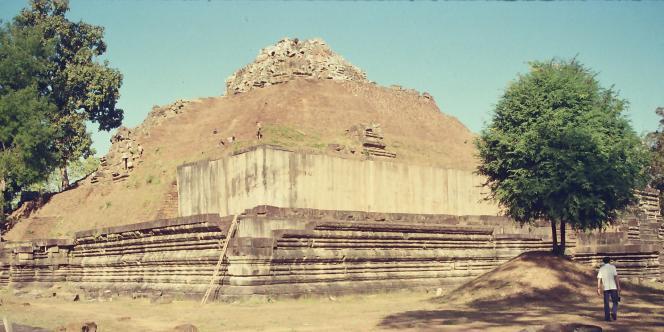 Le temple du Baphuon, une fois les 300 000 pierres retirées.