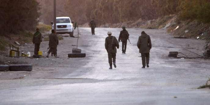 Soldats kadhafistes dans les faubourgs de Misrata, le 8 avril 2011.