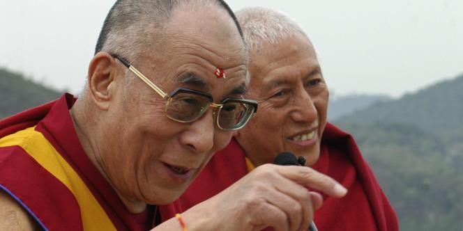 Le dalaï-lama, ici à Dharamsala le 6 avril 2011, ne s'oppose pas à ce que le Tibet reste dans le giron chinois, contrairement aux affirmations de Pékin, qui l'accuse d'être un dangereux