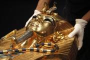 Une réplique du sarcophage du pharaon Toutankhamon.