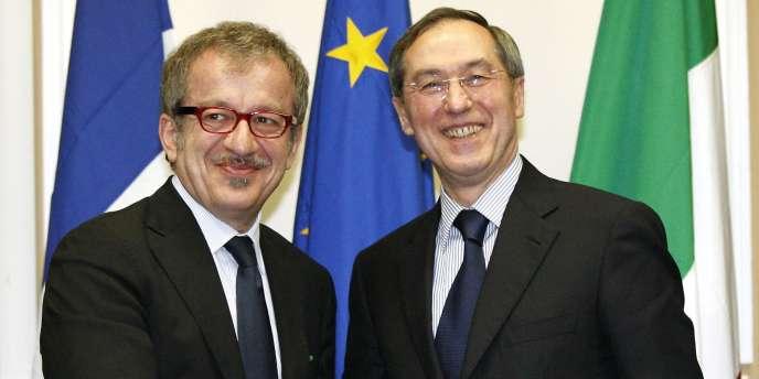 Claude Guéant, ministre de l'intérieur, avec son homologue italien, Roberto Maroni, le 8 avril à Milan.