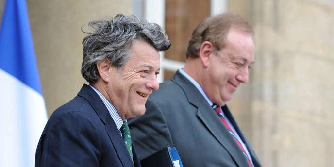 Jean-Louis Borloo et Marc-Philippe Daubresse à la sortie d'un conseil des ministres, le 10 novembre à Paris.