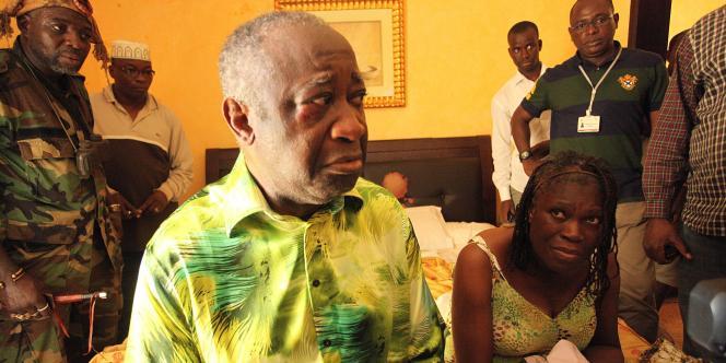 Le président ivoirien sortant Laurent Gbagbo et sa femme Simone, sont retenus à l'Hôtel du Golf, le QG de Ouattara, lundi 11 avril.
