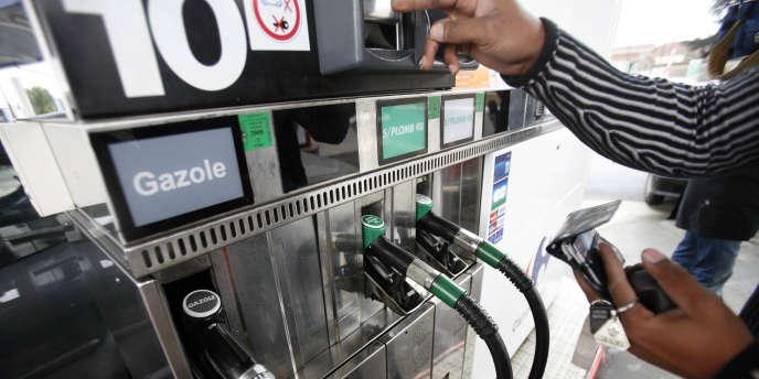 Le litre de gasoil valait en moyenne 1,33 euro aux pompes des stations-service hexagonales vendredi 4 octobre, contre 1,34 euro une semaine plus tôt.