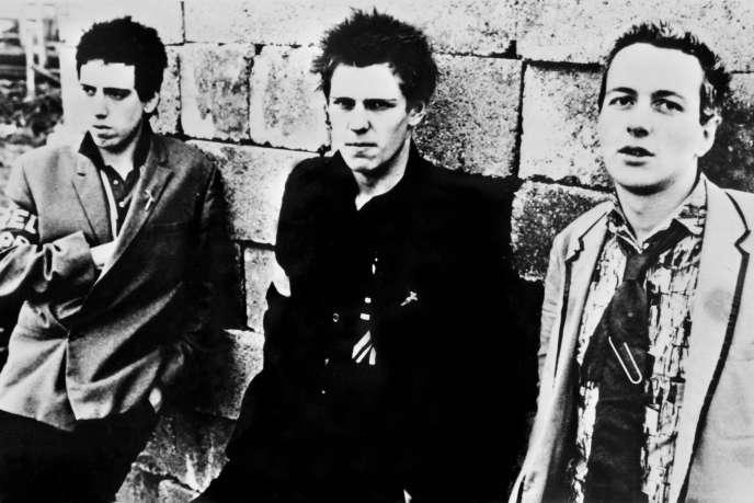 De gauche à droite : Paul Simonon, Mick Jones et Joe Strummer, des Clash, en 1978.