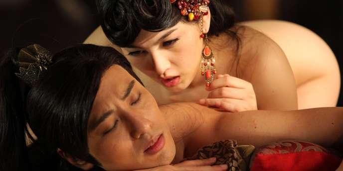 Avec des acteurs peu connus, des costumes de cour impériale en acrylique et de nombreuses scènes explicites dans des décors en carton-pâte, l'exercice sera une très bonne affaire pour les producteurs.