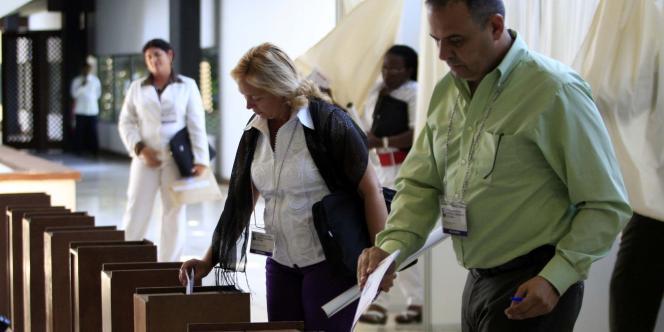Le Parti communiste cubain a approuvé, lundi 18 avril, des réformes économiques radicales et désigné de nouveaux dirigeants lors de son congrès.