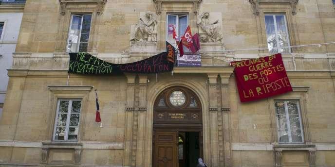 Photo prise le 13 avril 2011 à Paris, de la facade de l'Ecole normale supérieure.