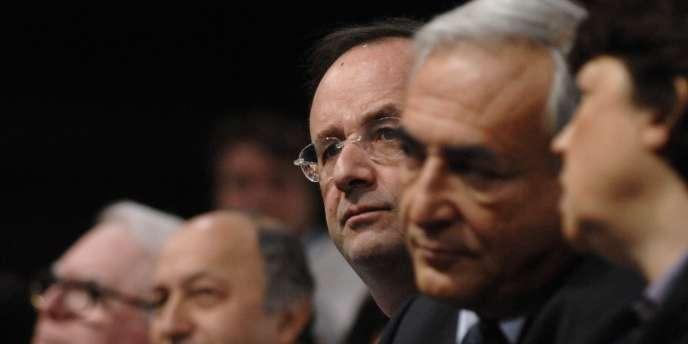 De gauche à droite, Pierre Mauroy, Laurent Fabius, François Hollande, Dominique Strauss-Kahn et Martine Aubry durant un meeting en 2007.
