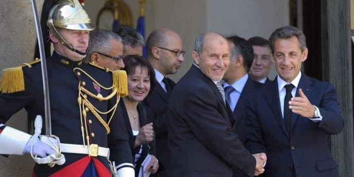 Nicolas Sarkozy et Mustafa Abdel Jalil du CNT, mercredi 20 avril, à l'Elysée.