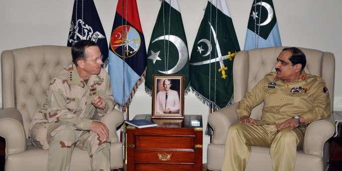 L'amiral Mike Mullen et son homologue pakistanais, le général Khalid Shameen Wynne, le 20 avril à Islamabad.