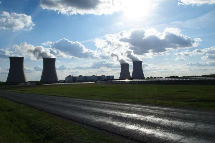 Depuis 1983, les rejets de la centrale de Dampierre-en-Burly (Loiret), fournissent des eaux tièdes au domaine horticole voisin des Noues.