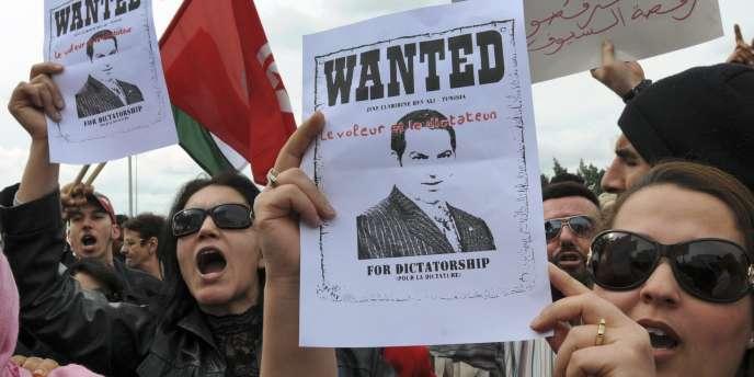 Le procès de l'ex-président, qui a dirigé le pays d'une main de fer pendant 23 ans, s'est ouvert devant un tribunal de première instance à Tunis en l'absence de l'accusé.