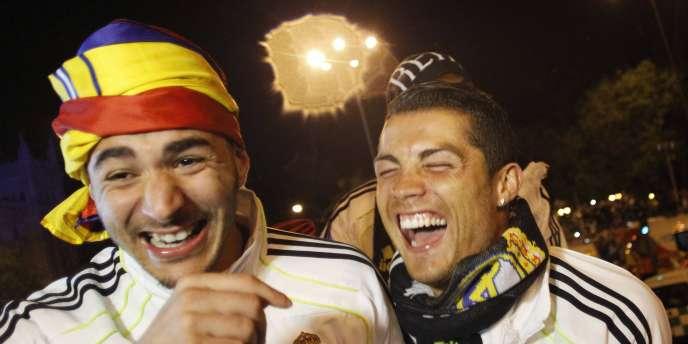 Benzema et Ronaldo fêtent le premier titre du Real sous les ordres de Mourinho.