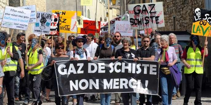 Manifestation contre le gaz de schiste, en avril 2011 dans la Drôme.