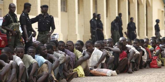 L'armée nigériane aurait tiré sur la population lors d'une opération militaire, tuant vingt-cinq personnes.