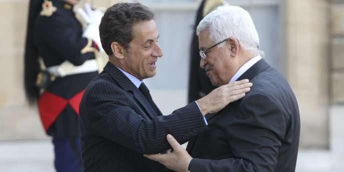 Nicolas Sarkozy et Mahmoud Abbas, le 21 avril 2011, à Paris.