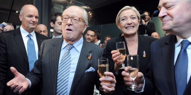 Jean-Marie Le Pen et sa fille Marine, le jour de l'élection de la présidente du FN.