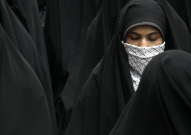En iran, la législation donne le droit aux hommes de s'opposer à ce que leurs femmes travaillent.