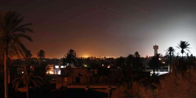 Des explosions illuminent le ciel de Misrata, le 23 avril 2011.