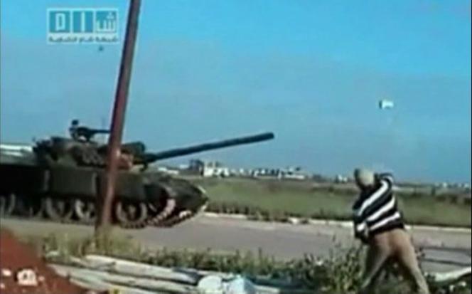 Vidéo amateur tournée aux abords de Deraa, en Syrie, le 25 avril.
