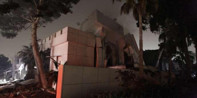 La résidence de Mouammar Kadhafi dans le secteur de Bab Al-Aziziya après les frappes de l'OTAN, tôt lundi 25 avril.