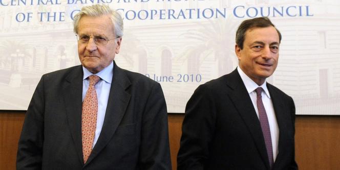 Le gouverneur de la Banque d'Italie, Mario Draghi (à droite), et Jean-Claude Trichet, le président de la Banque centrale européenne, qui quittera ses fonctions en octobre.