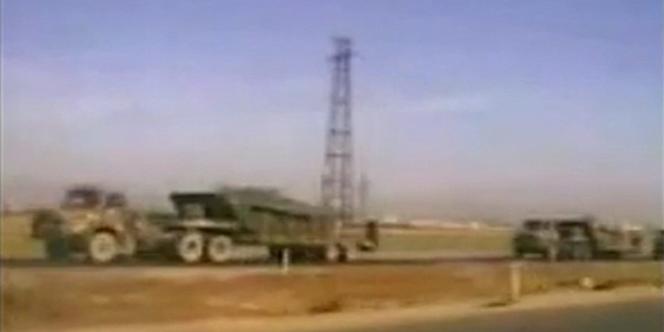 Des transports de troupes de l'armée syrienne à proximité de Deraa, le 27 avril 2011.